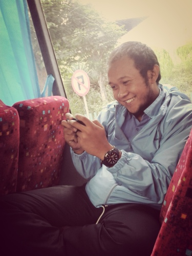 the-fat-guy-with-no-money  on the bus....now u have big smile...qiqiqi