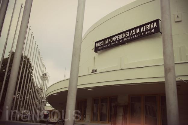 "Tetep yaaaa....di Bandung itu, konferensi jadi konperensi!! Pake ""P"" ceunah....qiqiqi...Untungnya Afrika-nya bener :D"