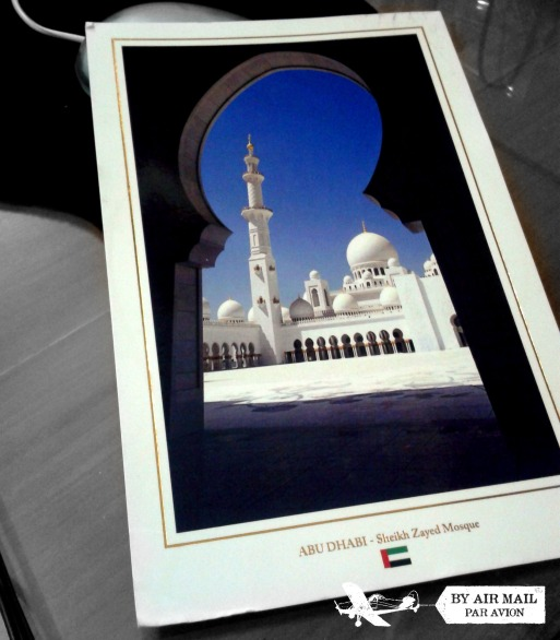 Cakep ya masjidnya :)? NGGAAA??? Iya juga sih, ga keliahatan bentuknya gimana, ketutupan gerbang :D